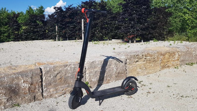 e-scooter-mit-lithium-ionen-akku-800x500